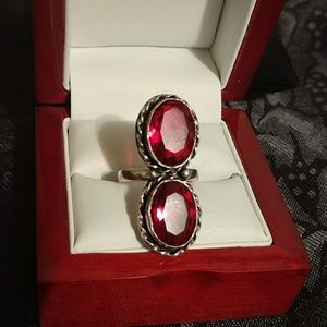 Jewelry - Quartz red colored dbl stone Ring